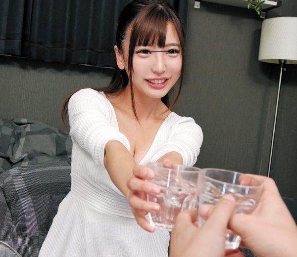 【VR】VR長尺 隣の女子大生と奇跡的に部屋飲み 佐々波綾